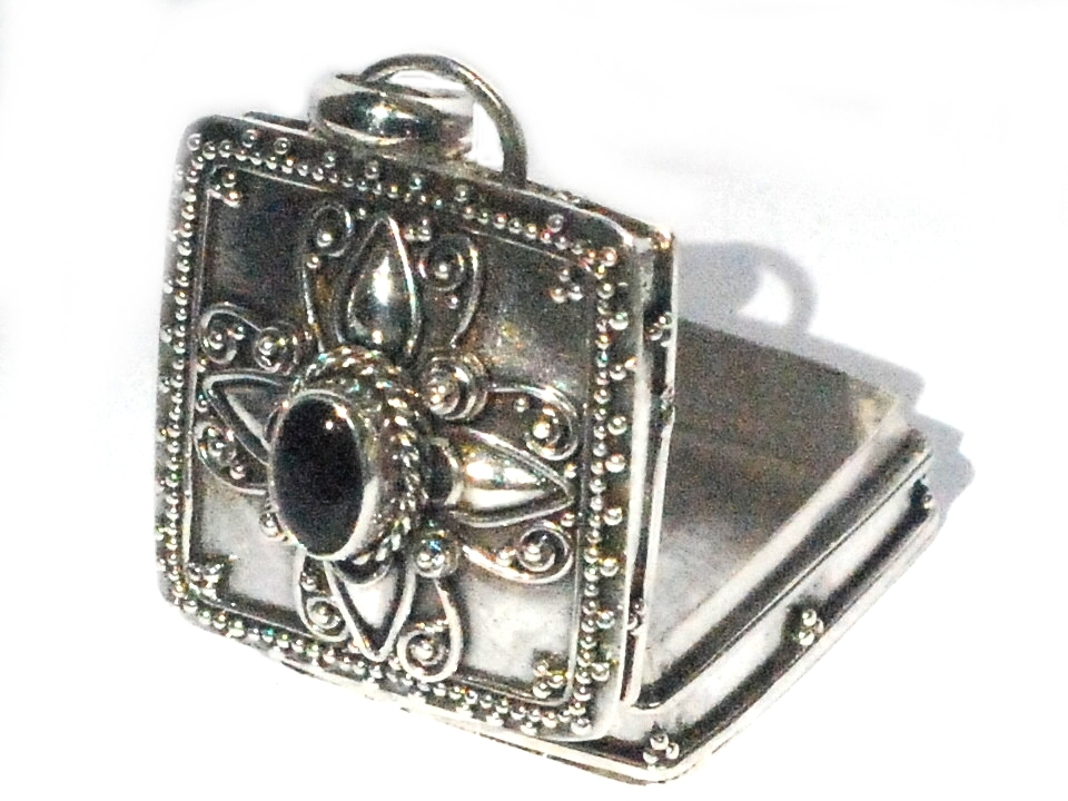 Sterling silver balinese square prayer box pendant with black onyx mozeypictures Image collections