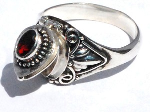 Sterling Silver Bali  Garnet CZ Cubic Zirconia Poison Ring